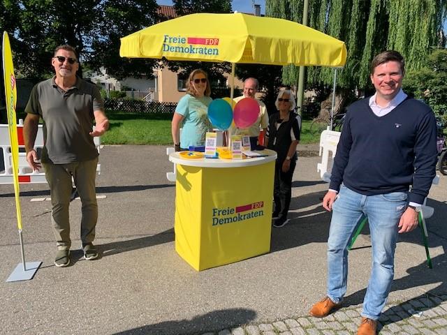 Informationsstand auf dem Leonberger Wochenmarkt