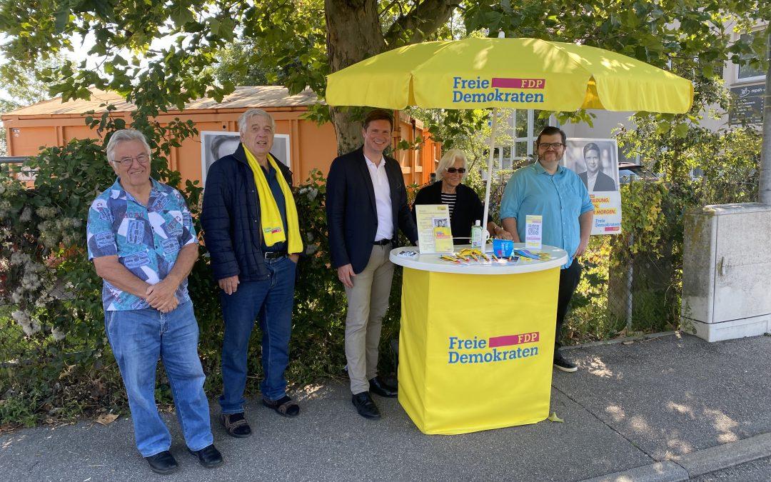 Dr. Florian Toncar MdB am Infostand Wertstoffhof Höfingen